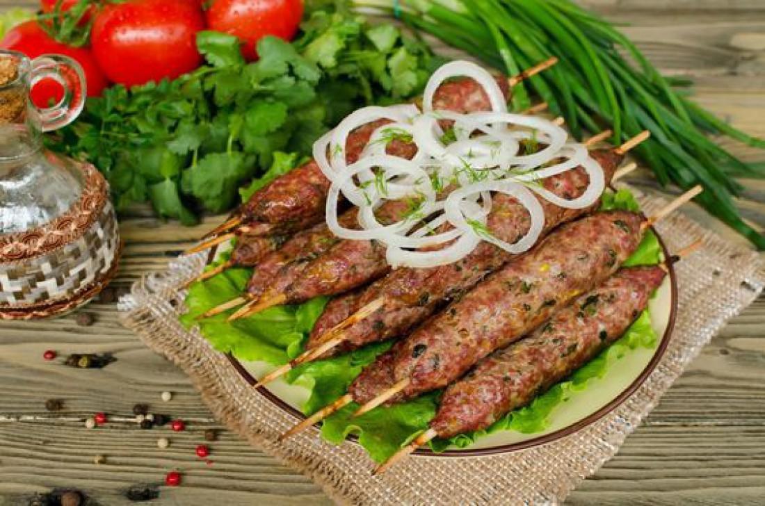 Сочный люля-кебаб из баранины на сковороде