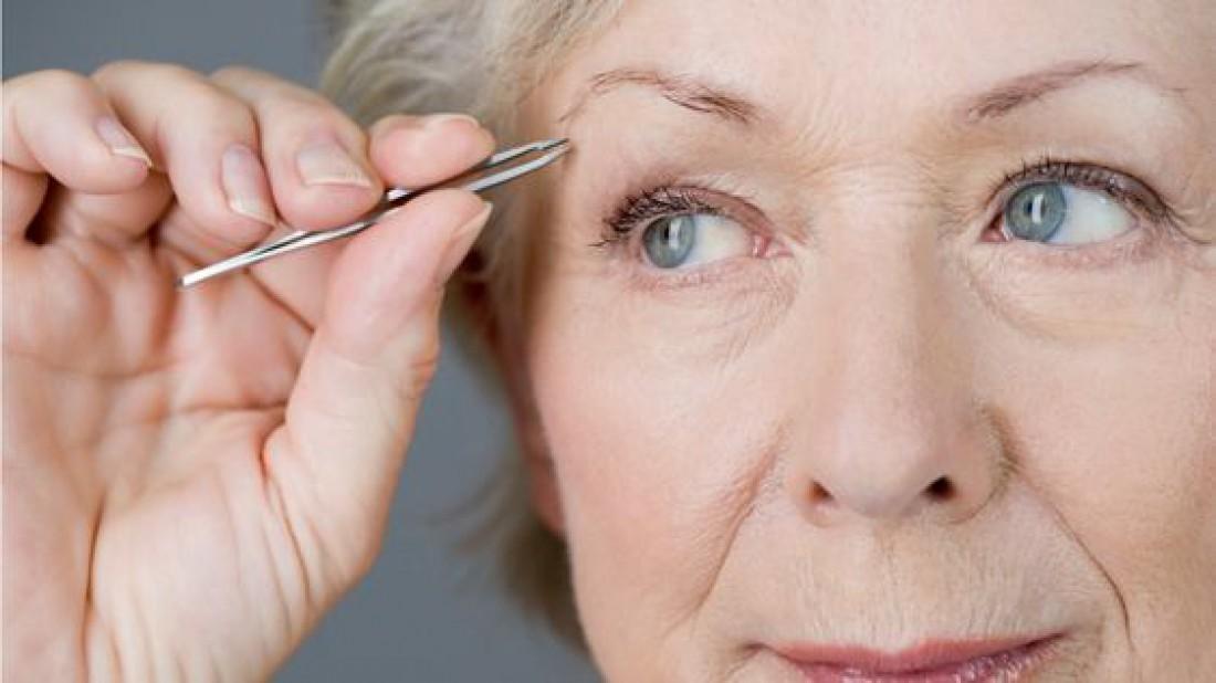 Почему выпадают брови: 8 распространенных причин