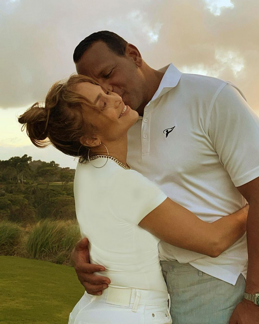 Дженнифер Лопес запостила романтические фото с женихом
