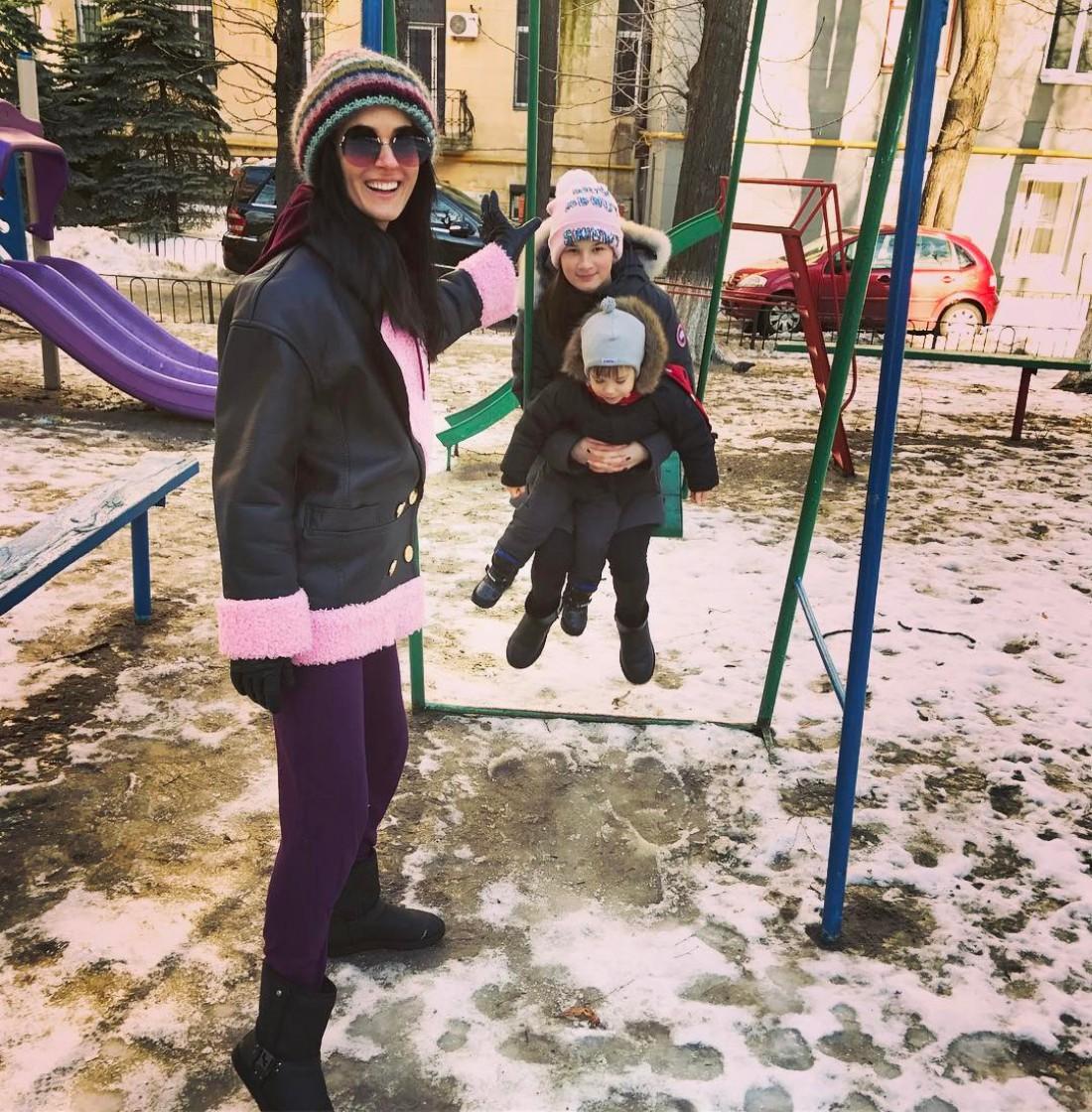 Телеведущая Маша Ефросинина с дочкой Наной и сыном Александром
