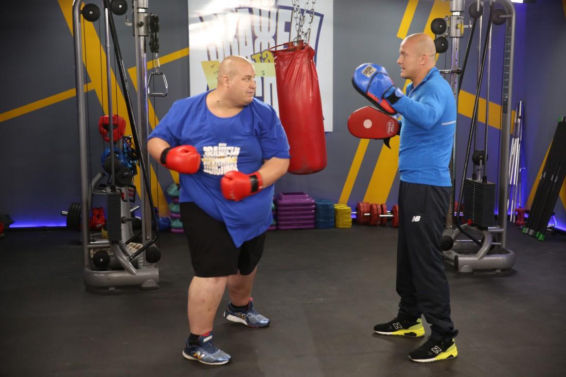 Вячеслав тренирует участника своей команды