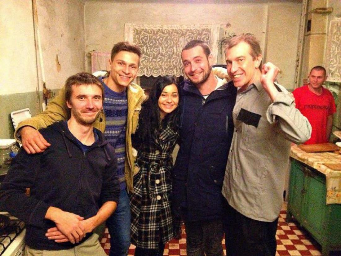 Сергей Соседов (крайний справа) снялся в клипе своих экс-подопечных