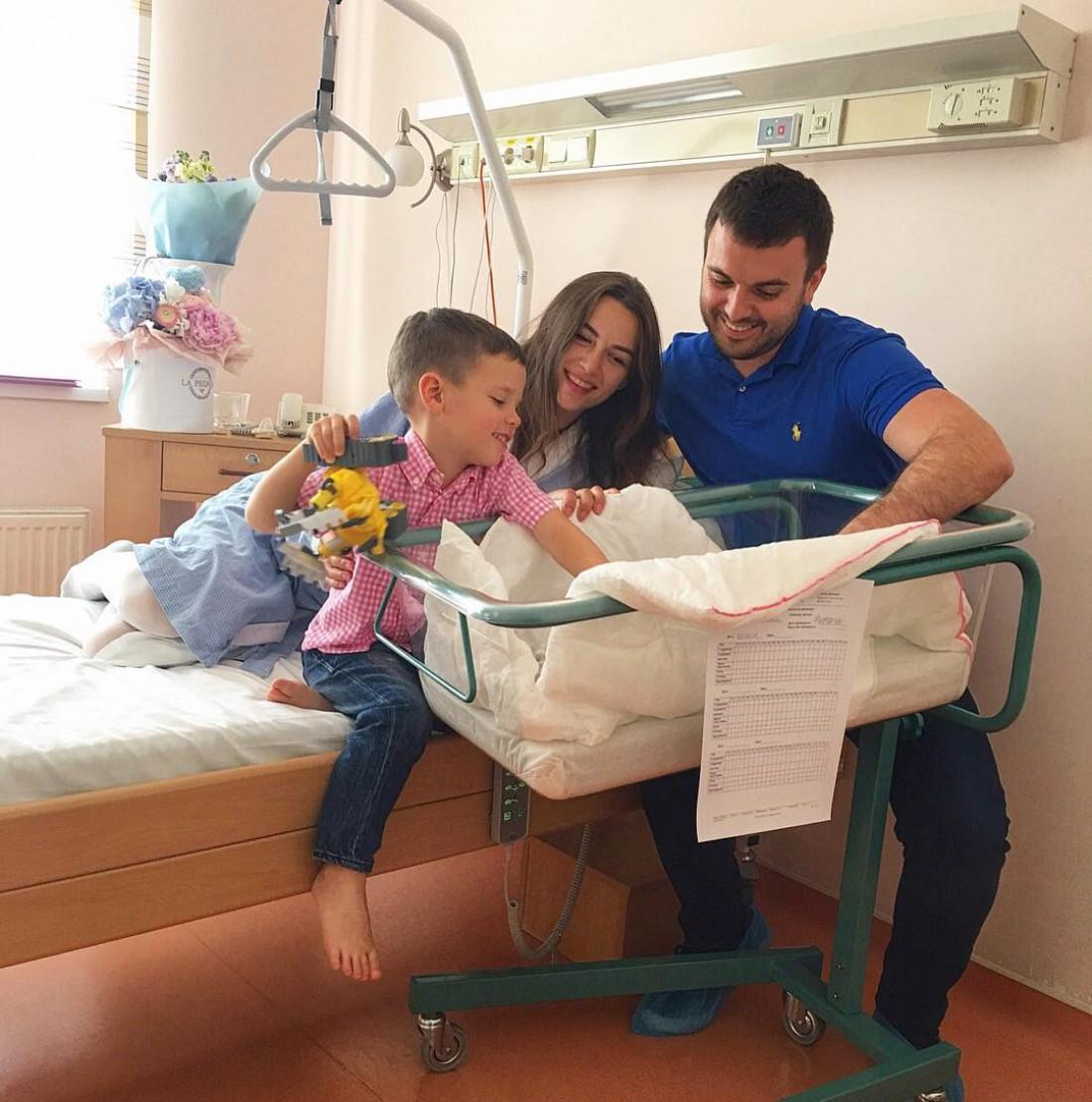Григорий Решетник со совей семьей
