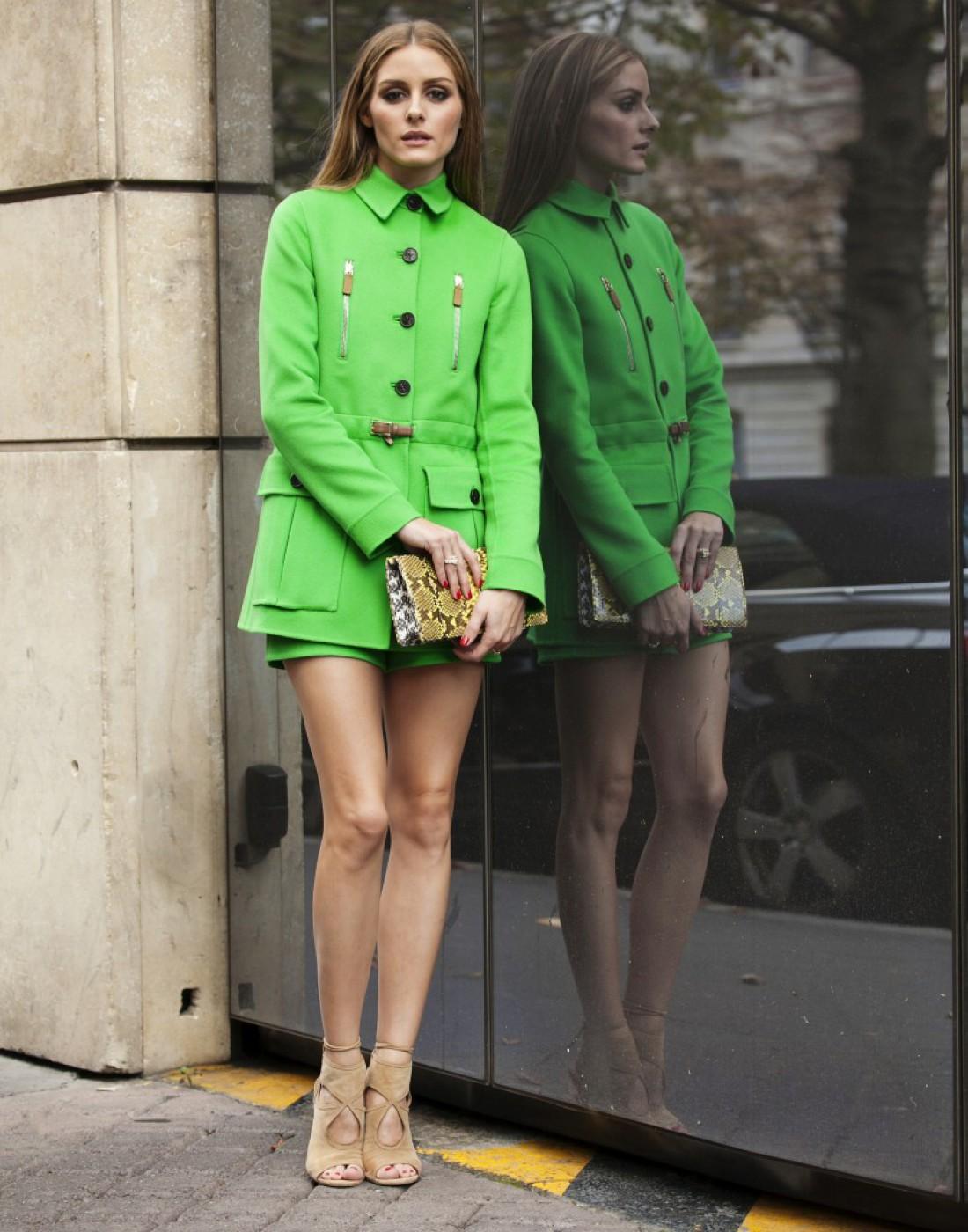It-girl Оливия Палермо в зеленом пальто от Valentino