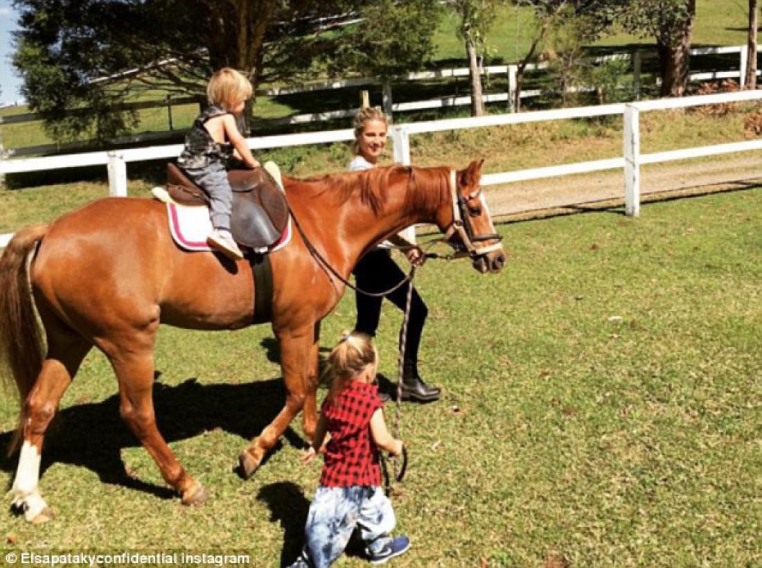 Эльза с детьми