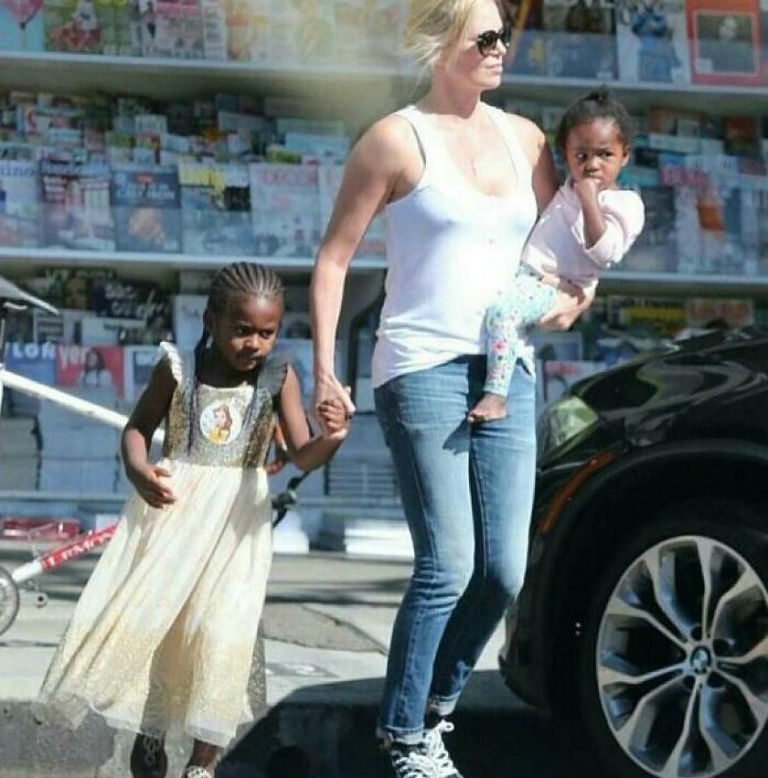 Шарлиз Терон с сыном и дочерью