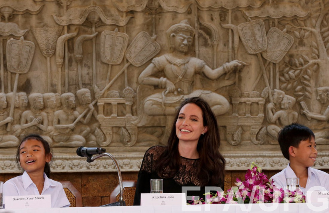 Анджелина Джоли впервый раз после развода вышла всвет