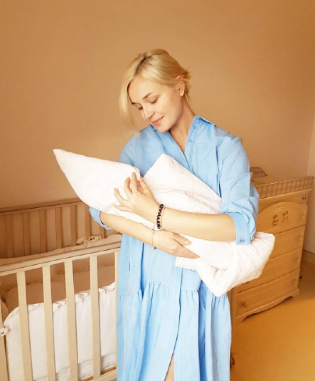Полина Гагарина с малышкой