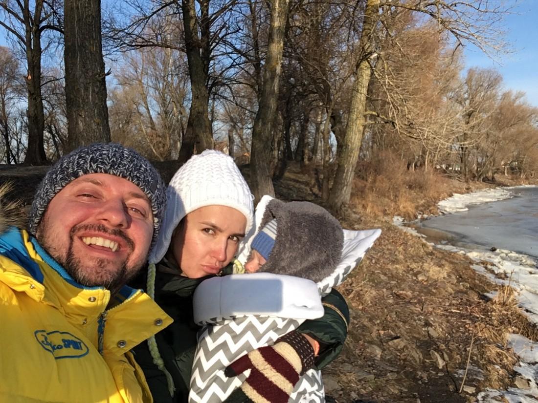 Александр Бережок с сыном и женой