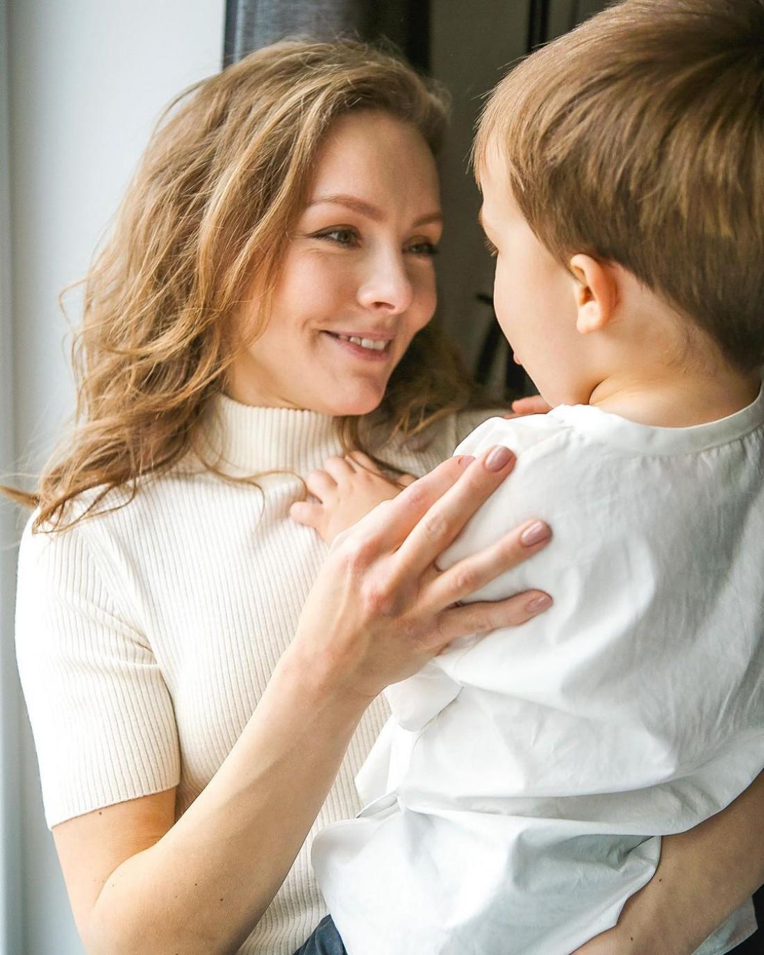 Алена Шоптенко очаровала Сеть новым фото с подросшим сыном