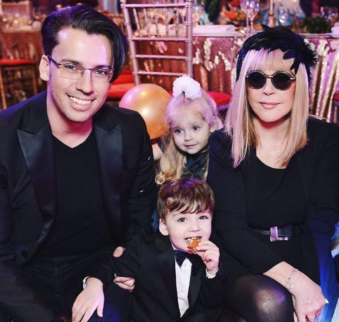 Максим Галкин с Аллой Пугачевой и их детьми