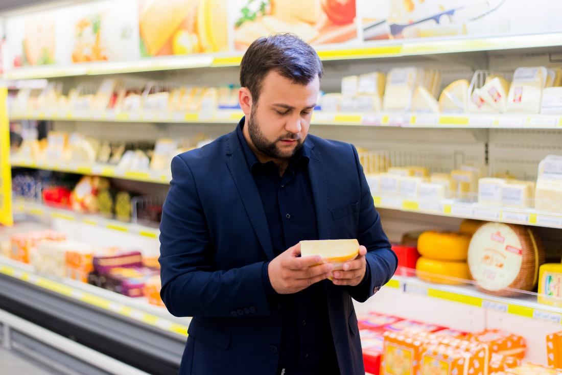 Алексей Душка выбирает сыр