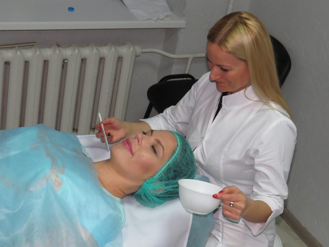 Влада Литовченко у косметолога
