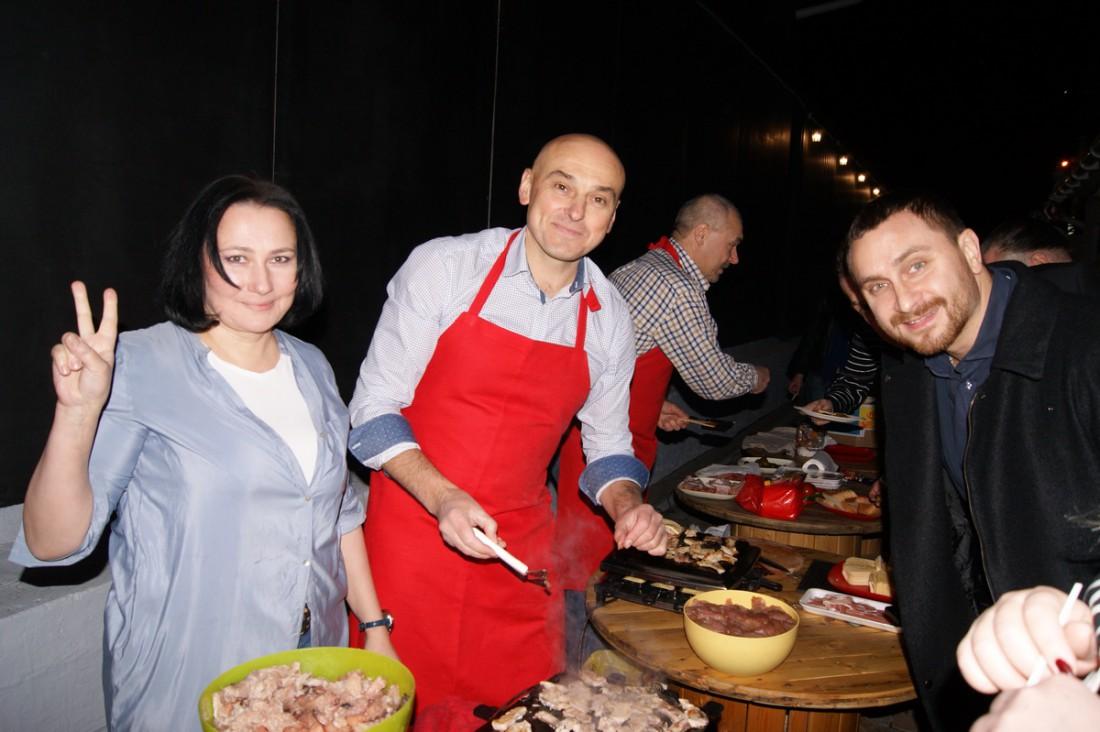 Алена Мозговая, Игорь Захаренко и Олег Собчук показывают кулинарные таланты
