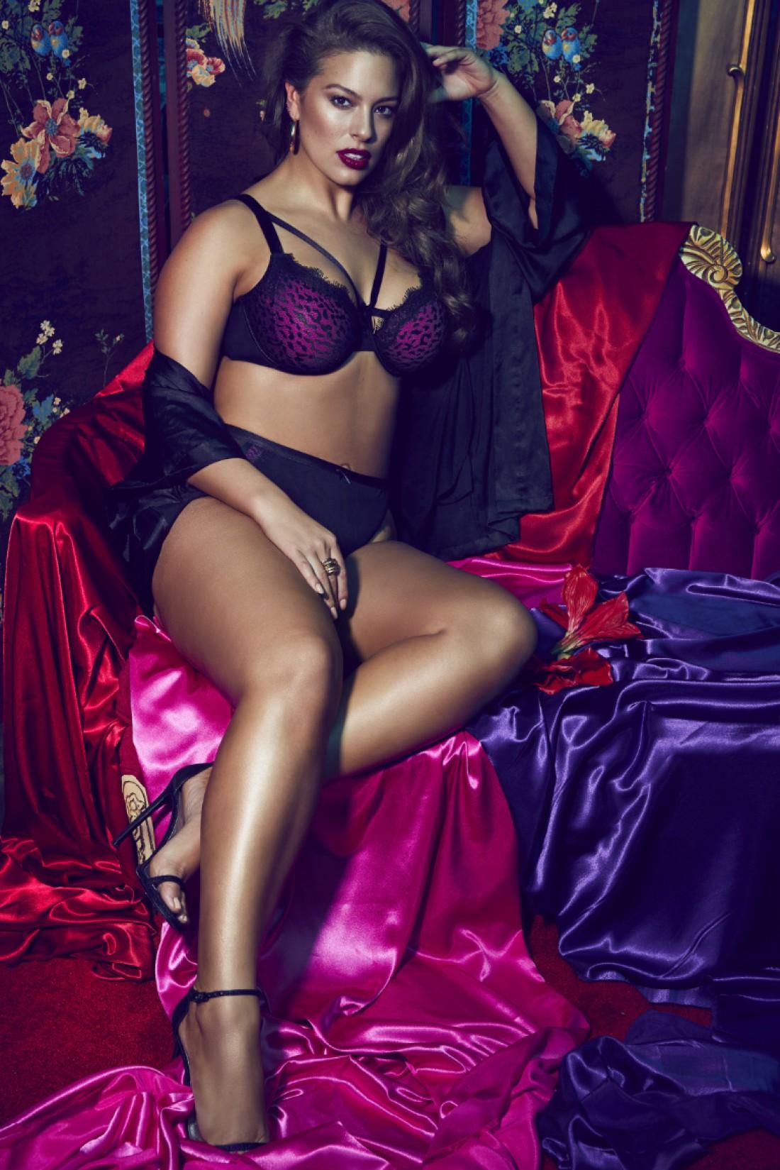 Модель Эшли Грэм в кампейне Dark Beauty