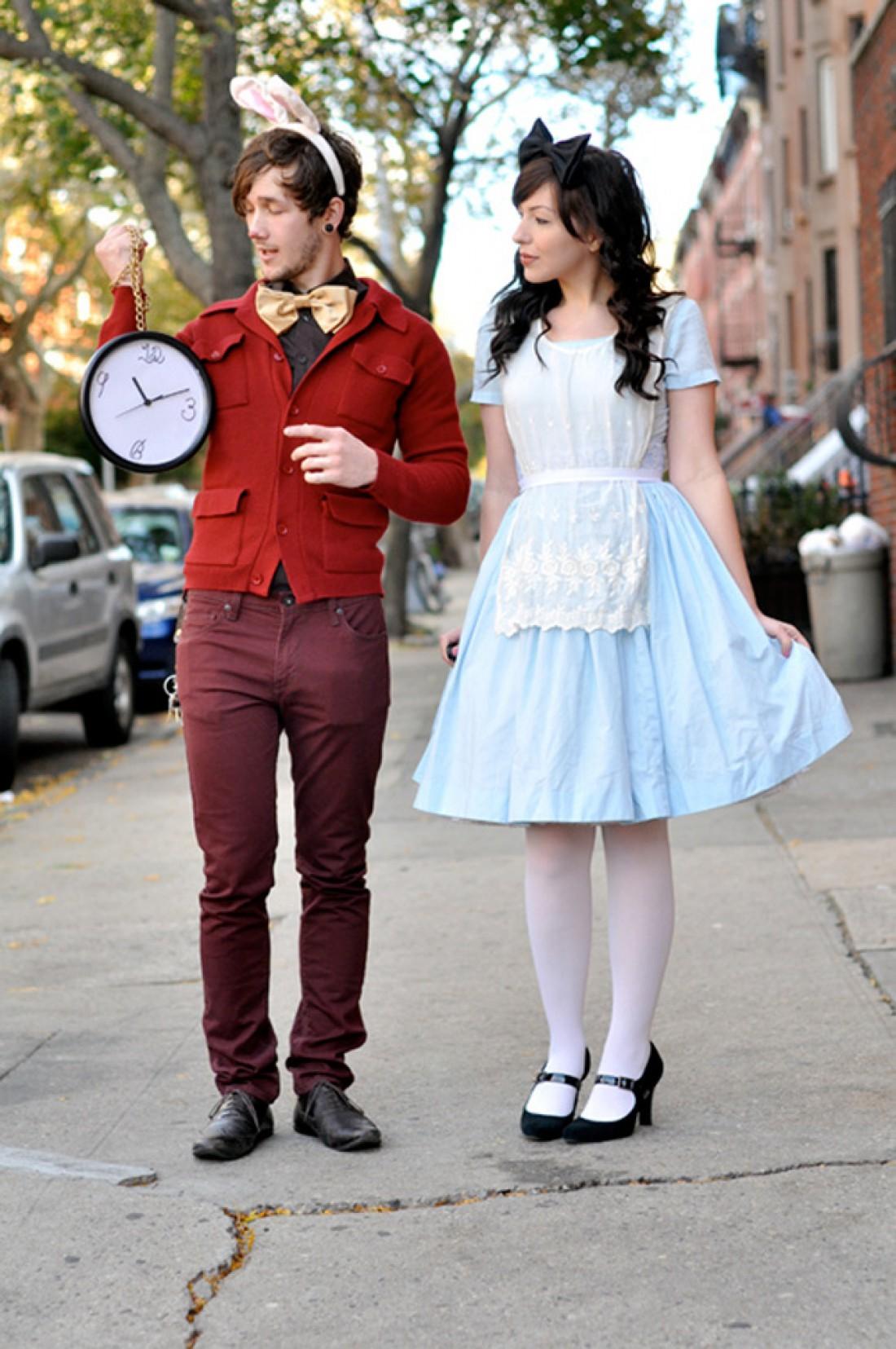 Костюмы на Хэллоуин для пар: Заяц и Алиса из Страны Чудес