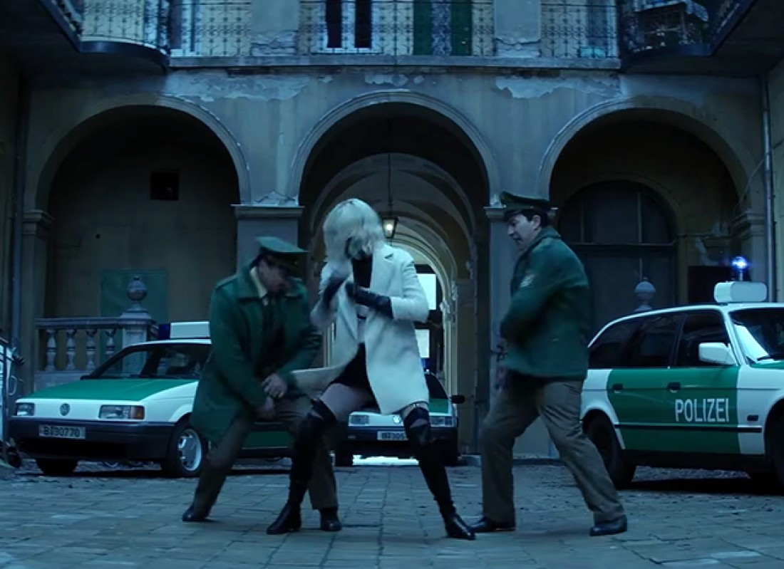 Шарлиз Терон в боевике Атомная блондинка
