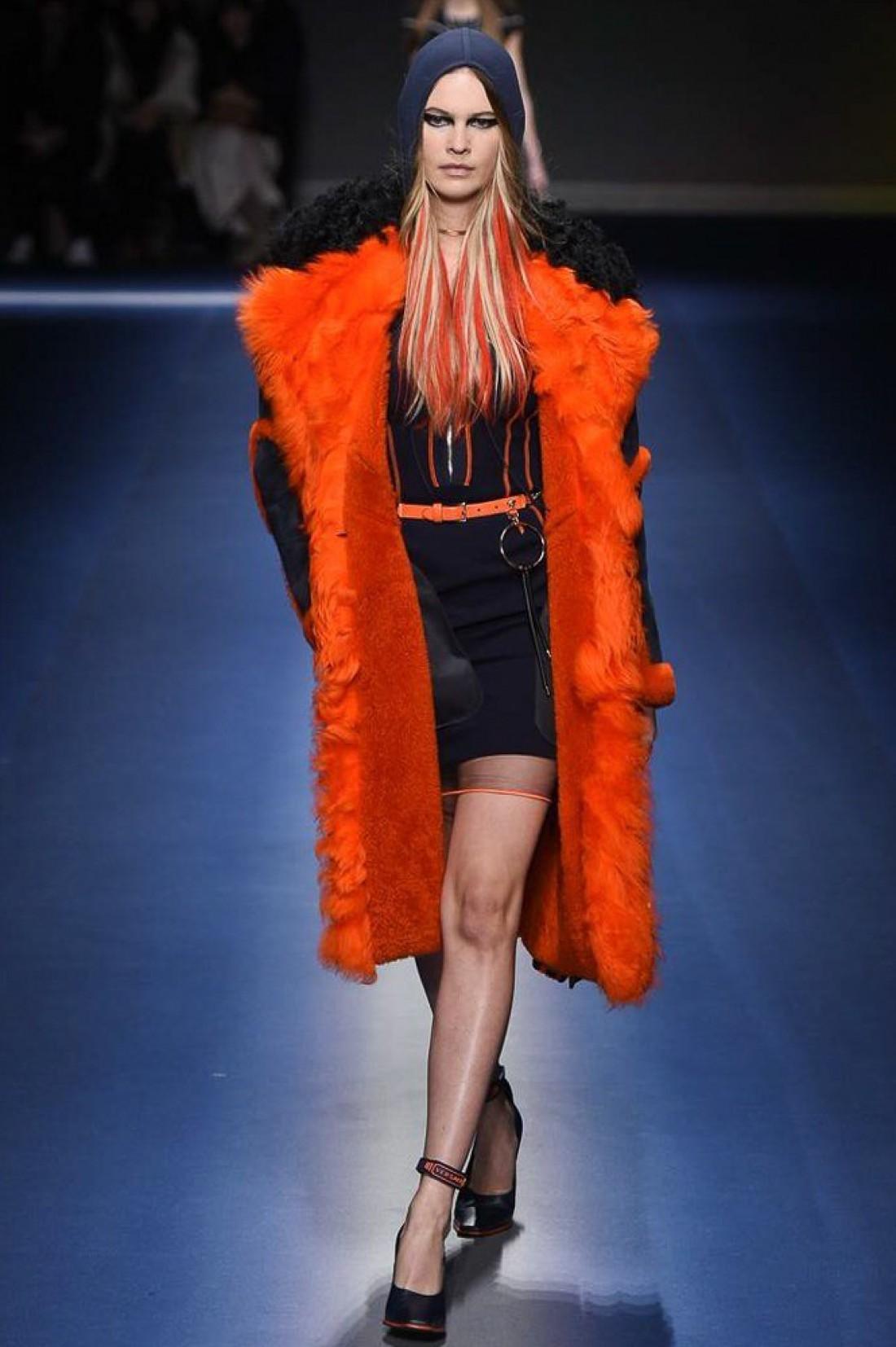 Бехати Принслу в показе Versace