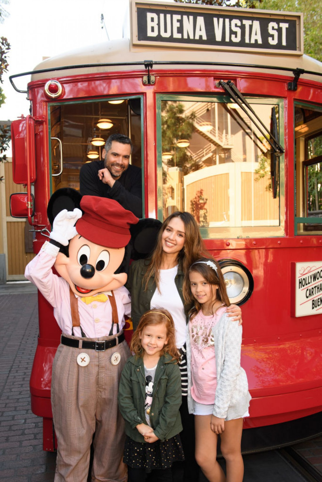 Кэш Уоррен и Джессика Альба с дочерьми
