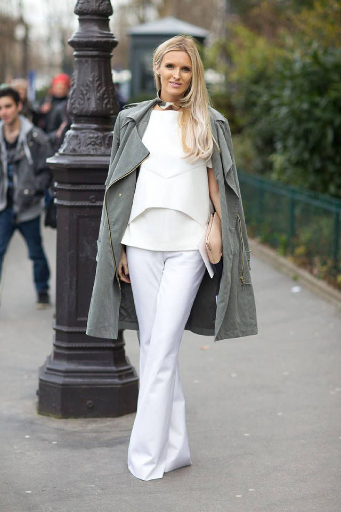 Как носить белый цвет осенью: способ № 4
