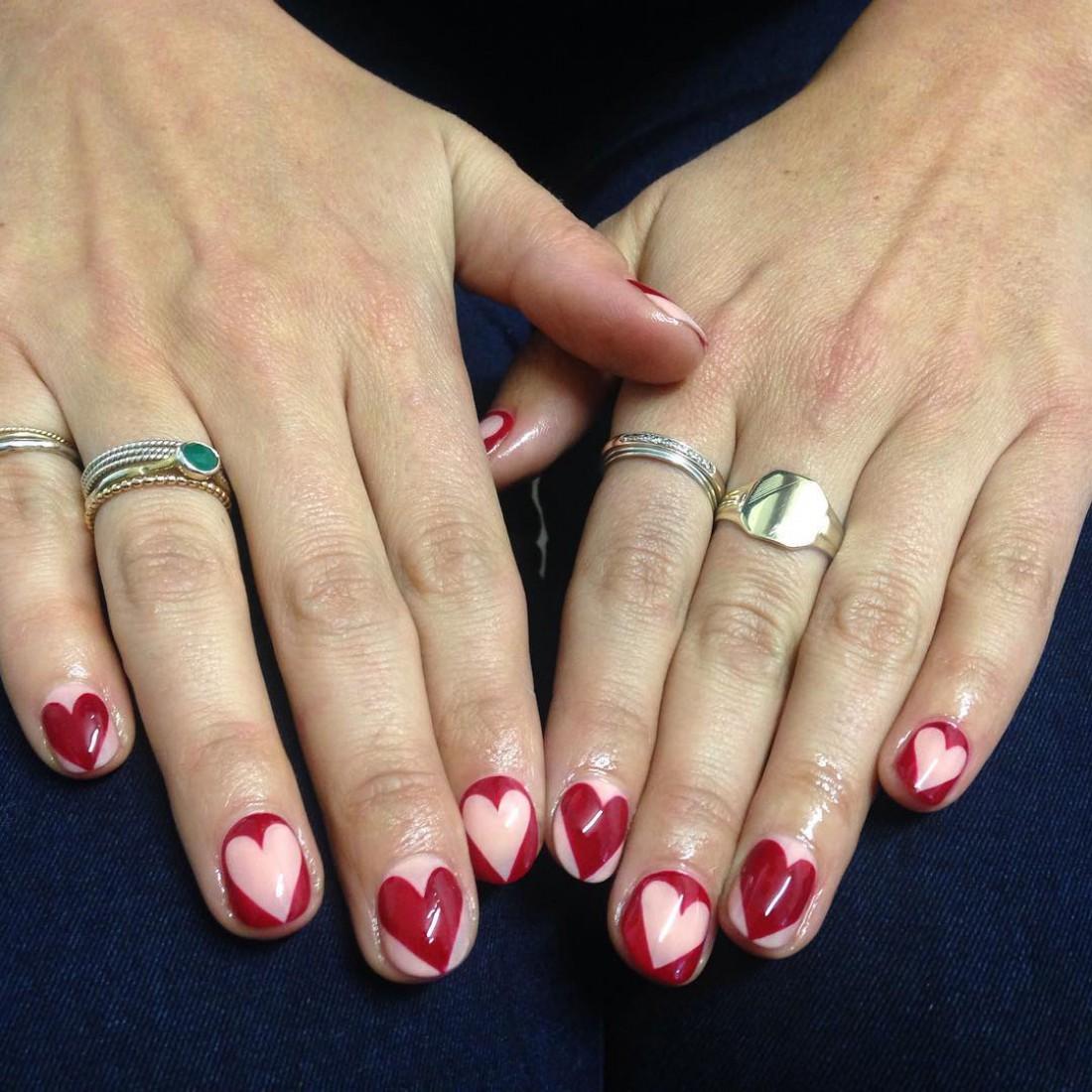 Маникюр на День святого Валентина: вариант второй