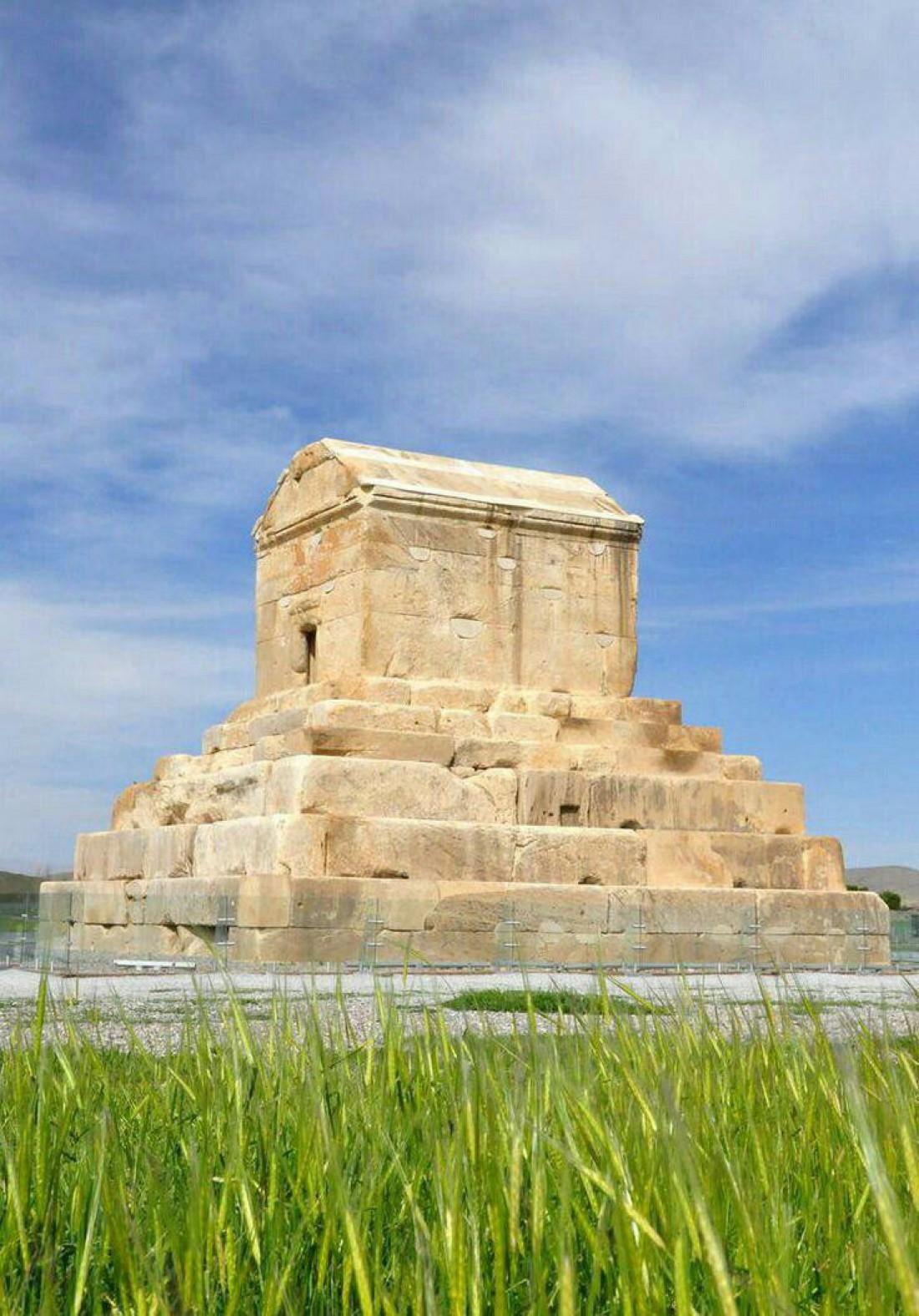 Древний персидский город Пасаргады