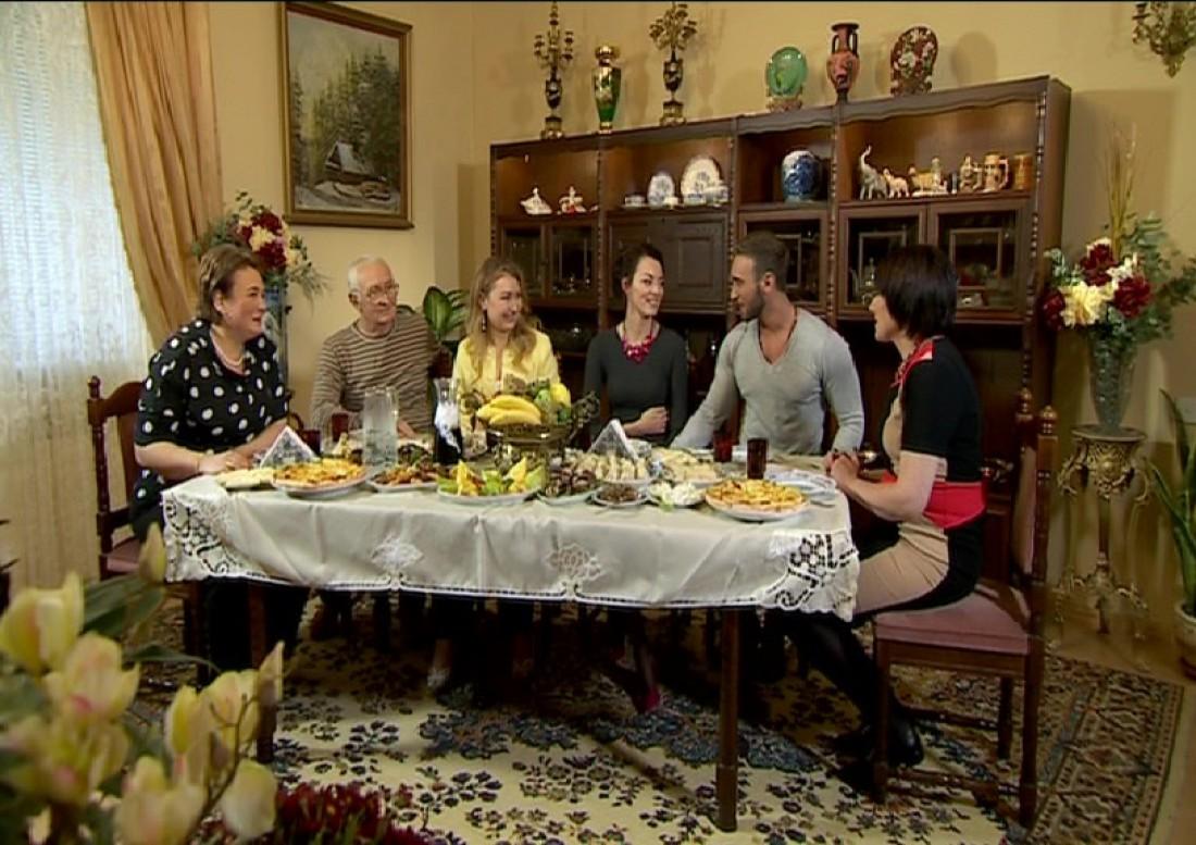 Семья Иракли знакомится с Наташей и ее мамой