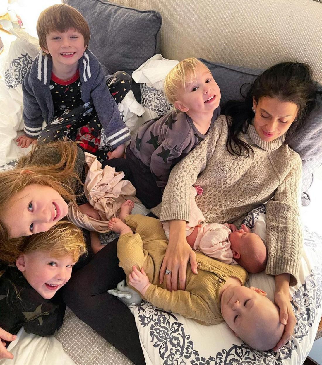 Жена Алека Болдуина сообщила о рождении шестого ребенка