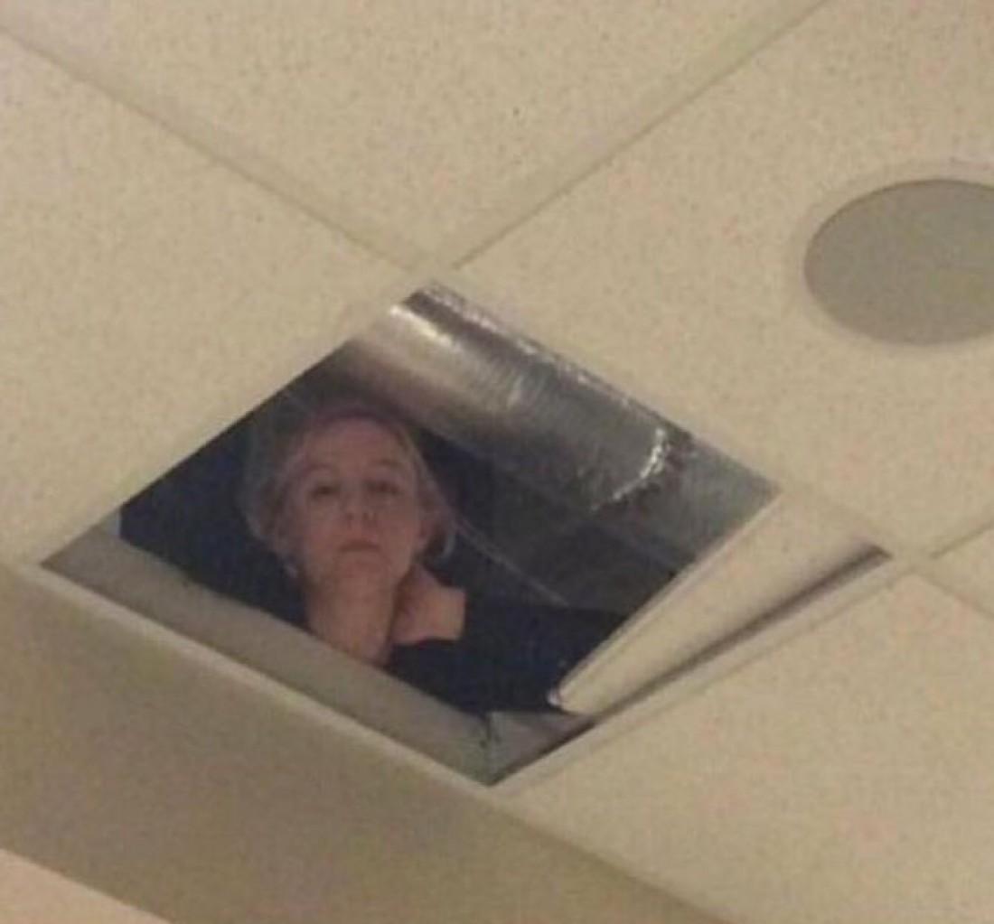 Учительница из США, следящая за детьми с потолка