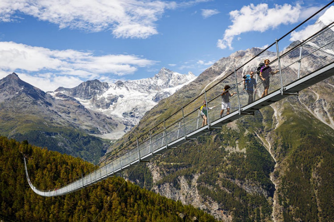 Пешеходный мост в Швейцарии