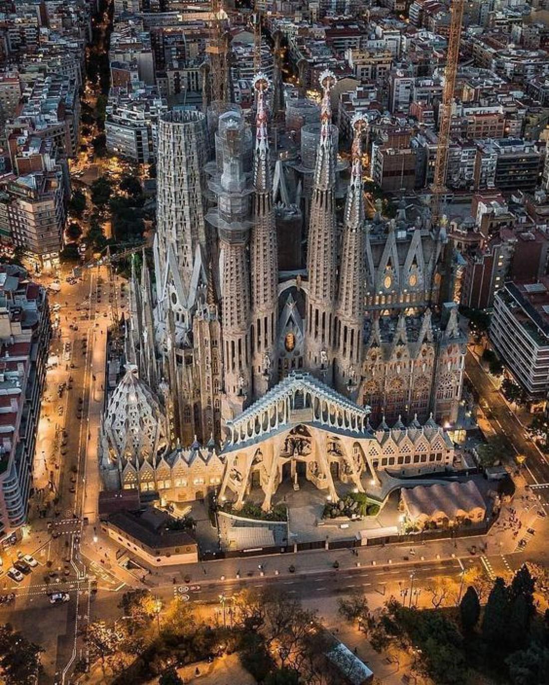 Храм Святого Семейства - визитная карточка Испании