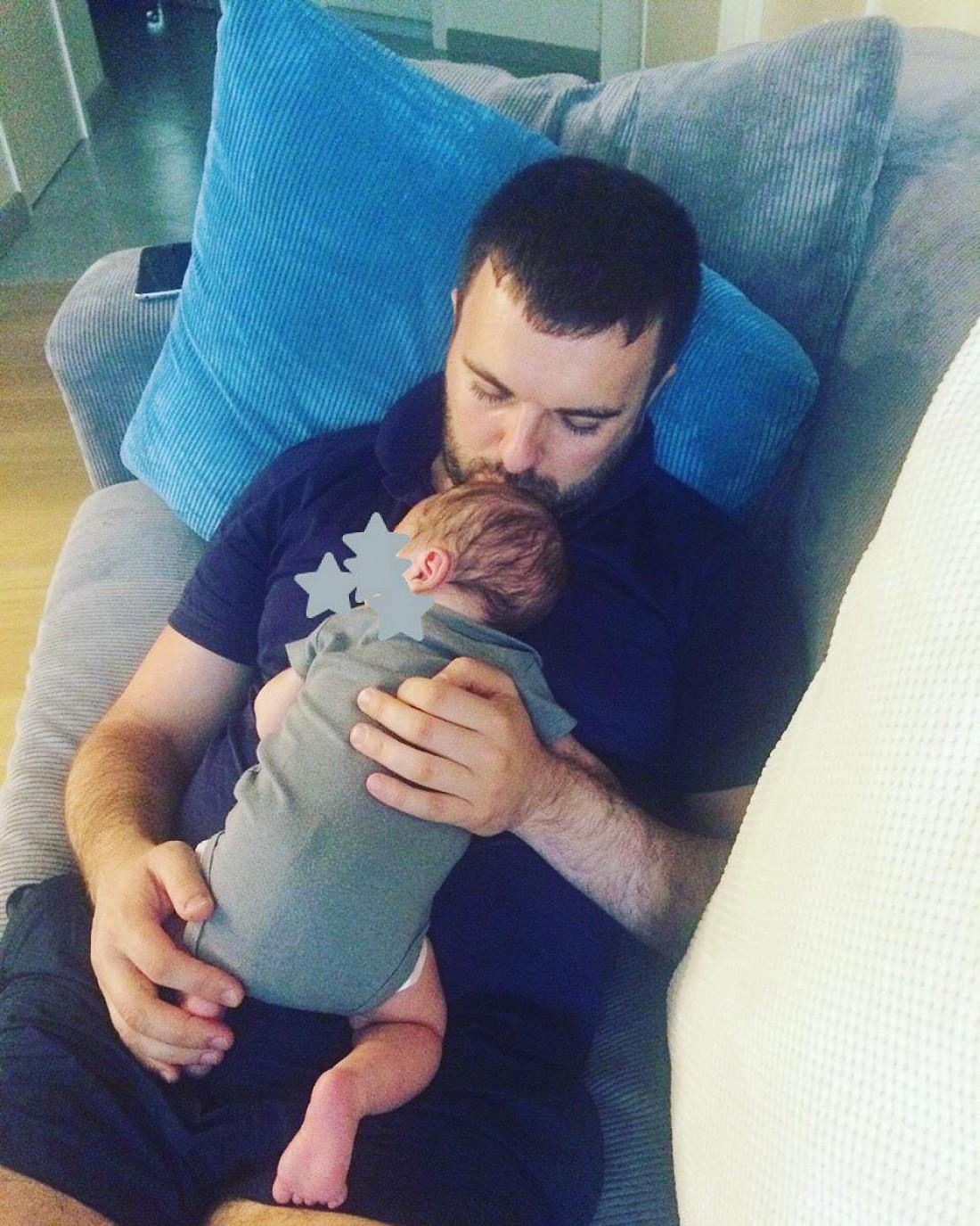 Григорий с новорожденным сыном