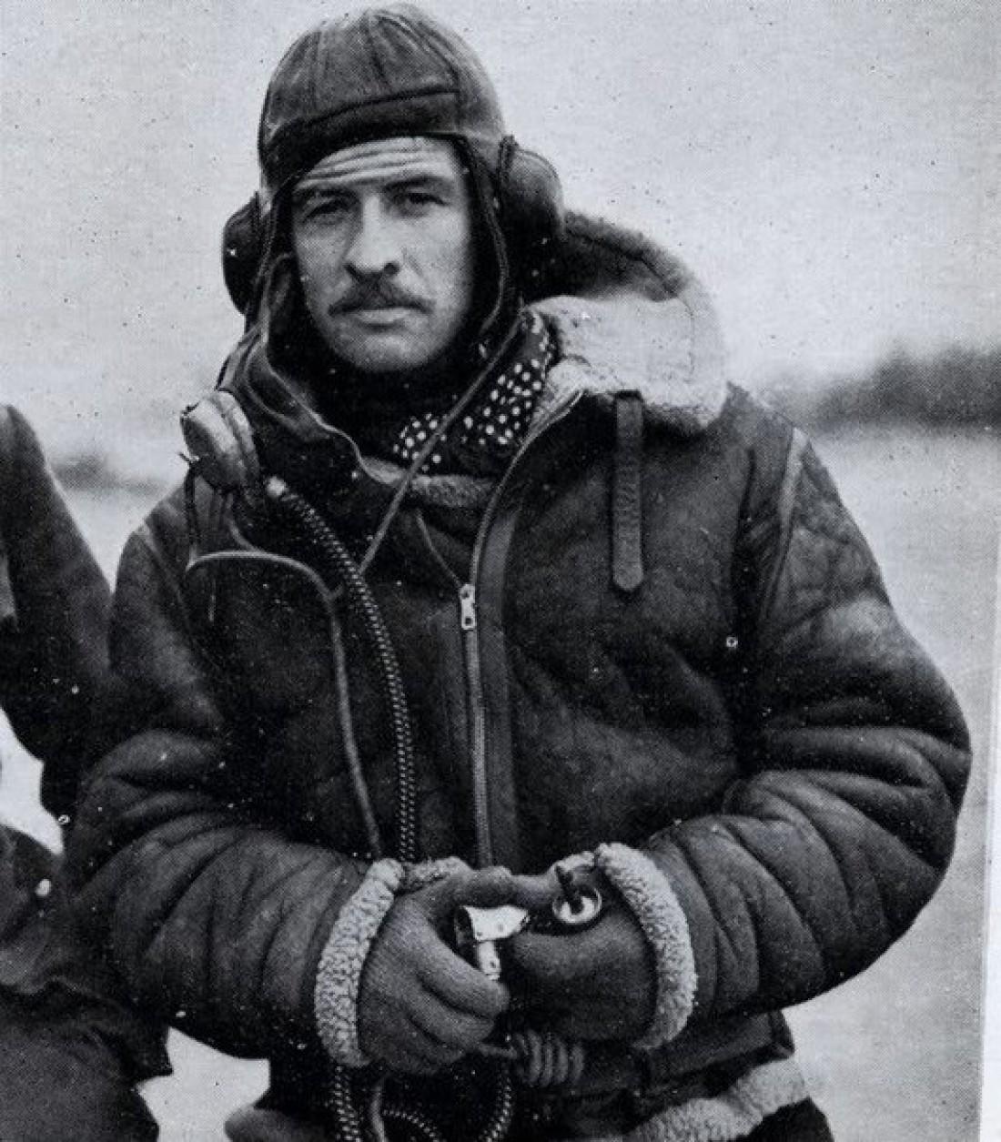 Создатель пилотской куртки Лесли Ирвин