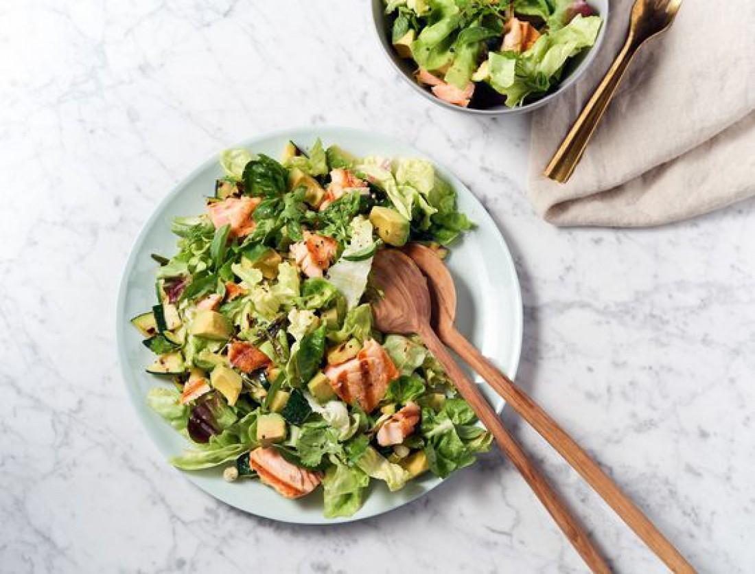 Салаты на Пасху 2020: Салат из запеченной курицы с зеленью