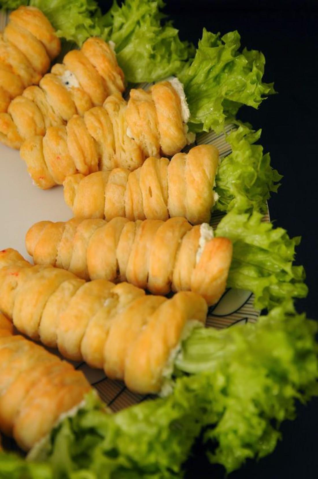 Что приготовить детям на Пасху: Слоеные морковки с яичным салатом