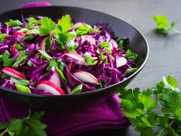 Постный салат из краснокочанной капусты: три вкусные идеи