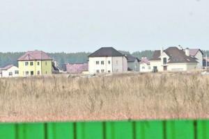 На этом поле планирует построить дом Ани Лорак. Певица хочет переехать до 2012 года.