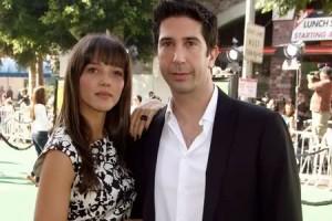 43-летний актер Дэвид Швиммер встретил 25-летнюю англичанку Зоуи в Лондоне в 2007 году