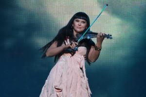 На концерте Ассия Ахат исполнила композицию из новой инструментальной программы