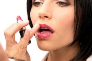 Абсолютно все средства для губ имеют в составе вредный для зубной эмали элемент-твёрдый парафин