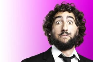 Мужчины думают, что усы делают их сексуальнее