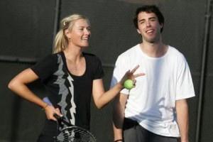 Маша и Саша следят за спортивными событиями