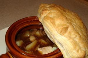 Вкусный суп в горшочке