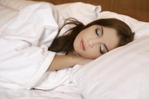 Чтобы ночью крепко спать, нужно приучить себя к режиму