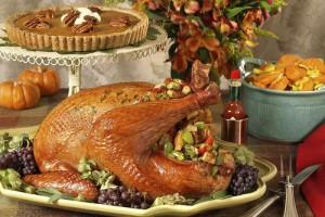 Индейка с клюквенным соусом - главное блюдо на столе в День Благодарения