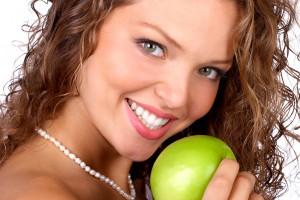 Чтобы быстрее утолить голод, съедай яблоко перед обедом