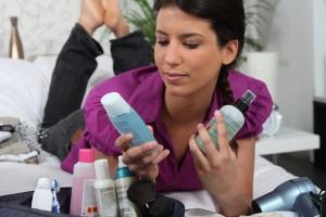 Чрезмерная любовь к косметике может спровоцировать развитие различных заболеваний