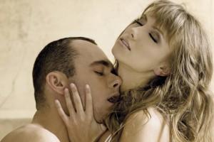 Девушки, которые мало спят, склонны к случайным сексуальным связям