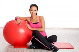 Упражнения с мячом заставляют нас напрягать все мышцы