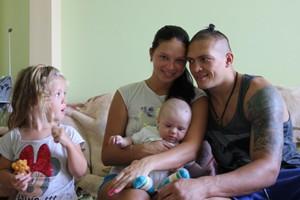 Усик с женой и детьми
